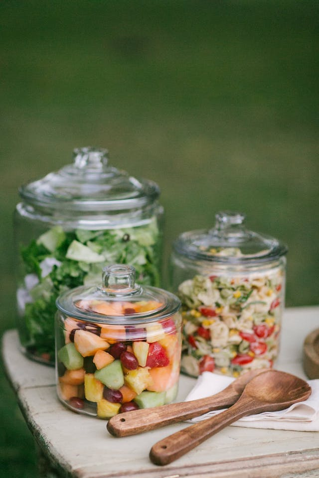 Decide What Drinks Youd Like To Serve Beforehand And Pre Mix Them All In Mason Jars Throw A Big Tub Of Ice Your Guests Can Just Grab Go