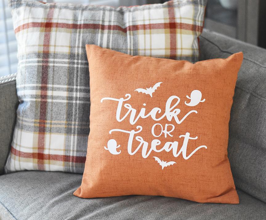 Cute Pillow Treats : DIY Trick or Treat Halloween Pillow - Pineapple Paper Co.